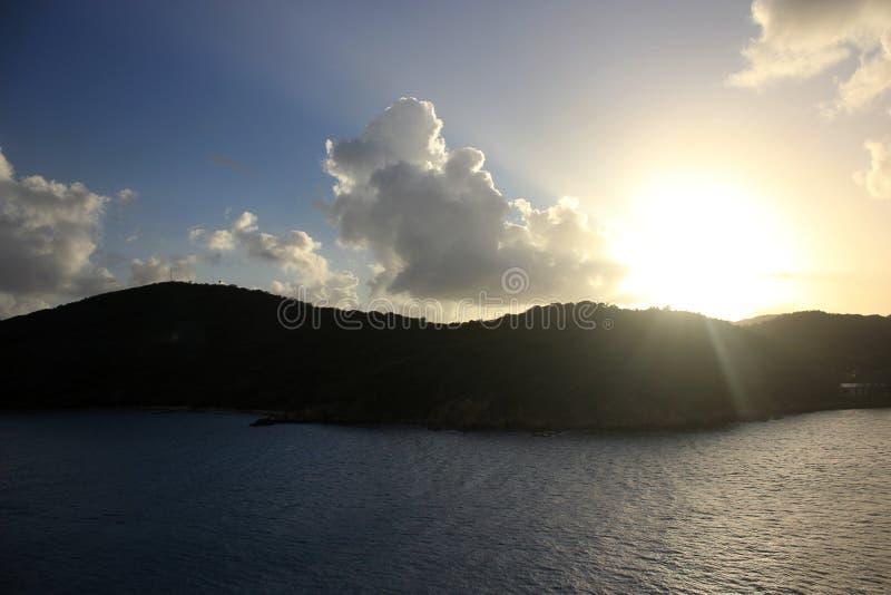 Por do sol sobre Charlotte Amalie Harbor, St Thomas imagem de stock royalty free