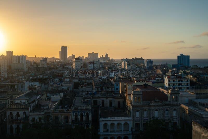 Por do sol sobre a cidade de Havana, Cuba imagens de stock