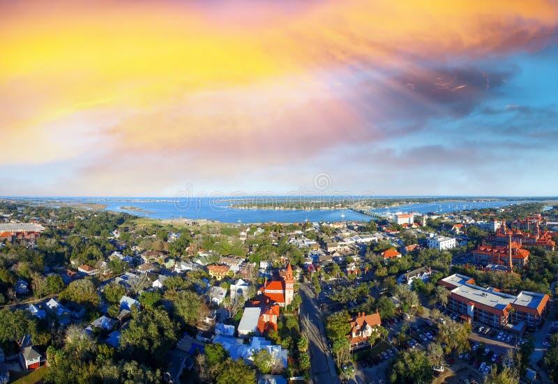 Por do sol sobre a cidade a mais velha de St Augustine, E.U. imagem de stock