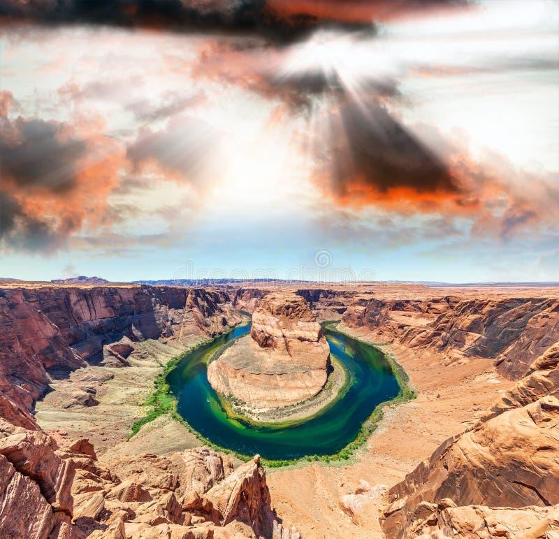 Por do sol sobre a curvatura e o Rio Colorado em ferradura, página, o Arizona imagem de stock
