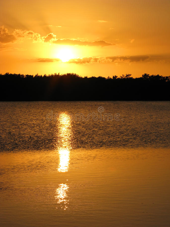 Por do sol sobre Ding Darling Wildlife Refuge, Sanibel, Florida fotografia de stock