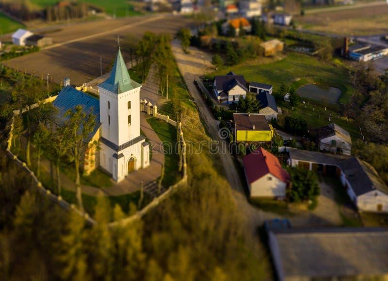 Por do sol sobre a igreja do campo foto de stock royalty free