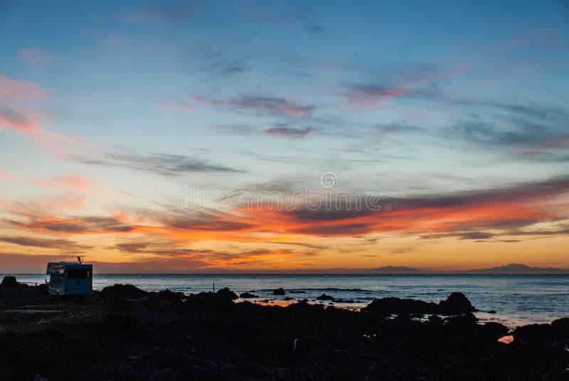 Por do sol sobre a ilha sul de Nova Zelândia fotos de stock