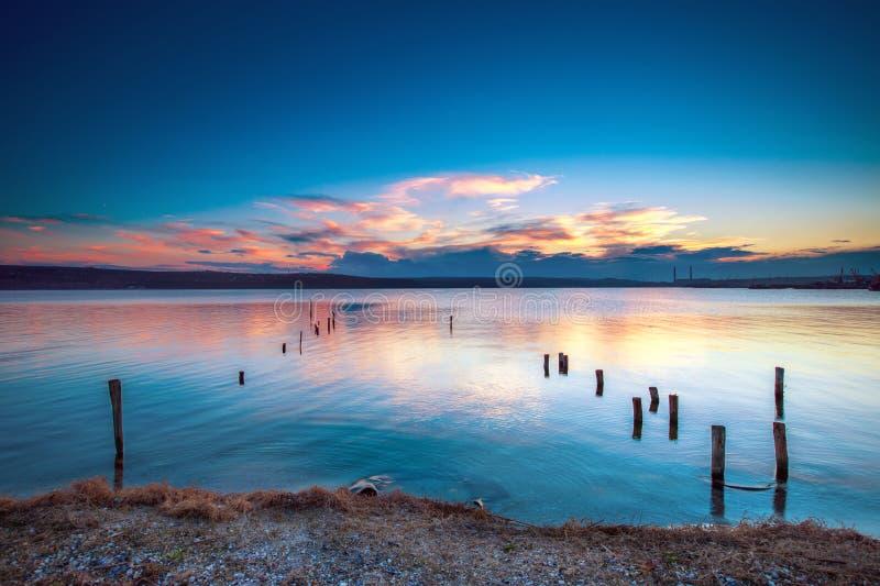 Download Por do sol sobre o lago foto de stock. Imagem de praia - 29837238