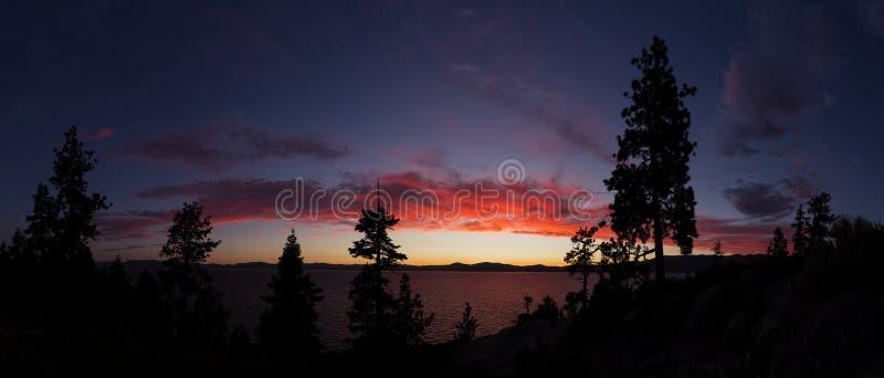 Por do sol sobre Lake Tahoe imagem de stock royalty free