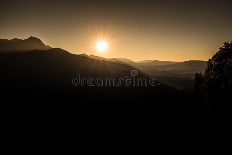 Por do sol sobre montanhas de Tatra, Zakopane, Polônia foto de stock royalty free
