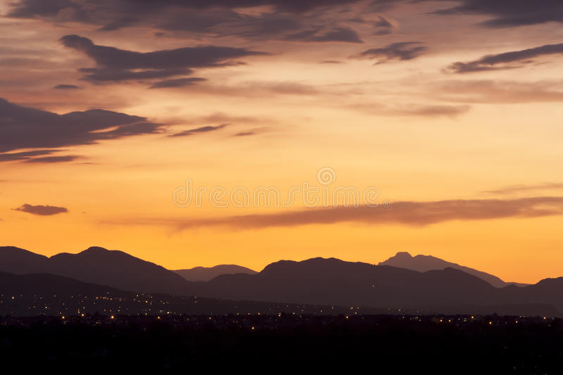 Por do sol sobre montes de Colordo fotografia de stock royalty free