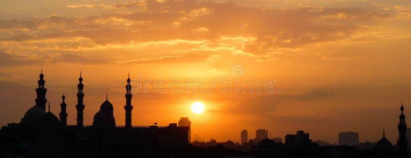Por do sol sobre o Cairo imagens de stock
