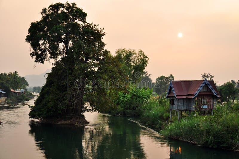 Por do sol sobre o delta de mekong fotos de stock