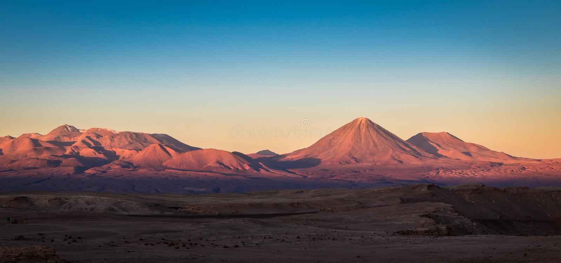 Por do sol sobre o deserto de Atacama imagens de stock royalty free