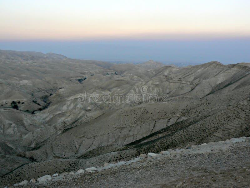 Por do sol sobre o deserto de Jusean fotografia de stock royalty free