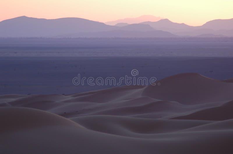 Por do sol sobre o deserto de Sahara imagem de stock royalty free
