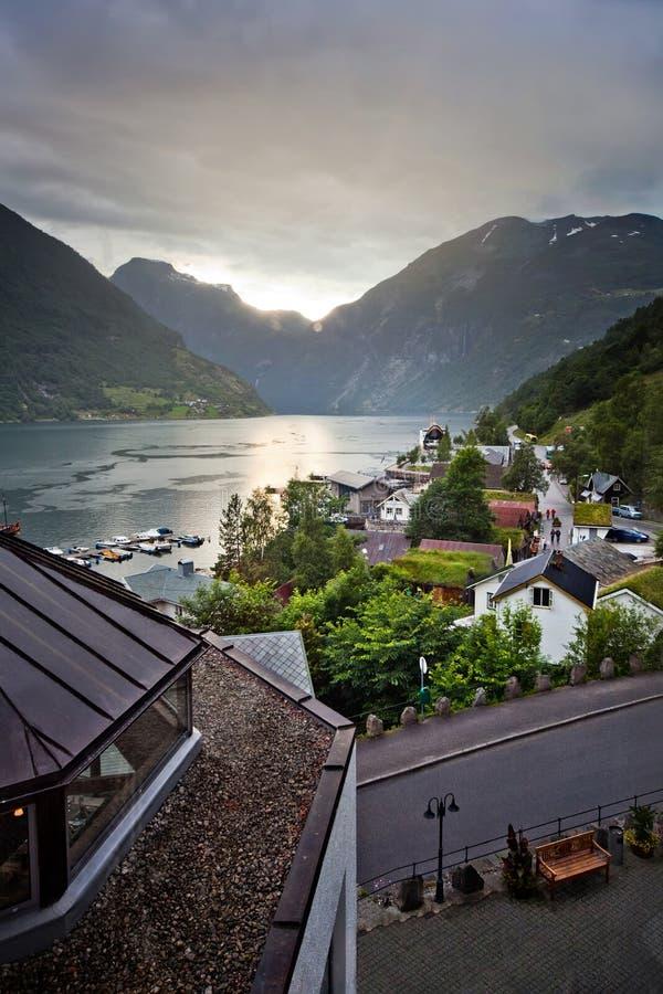 Por do sol sobre o Fjord de Geiranger fotos de stock