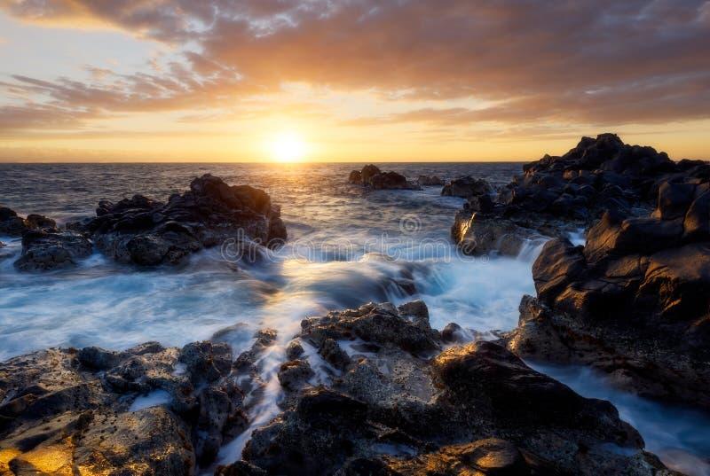 Por do sol sobre o Gouffre da venda de Etang em Reunion Island imagens de stock