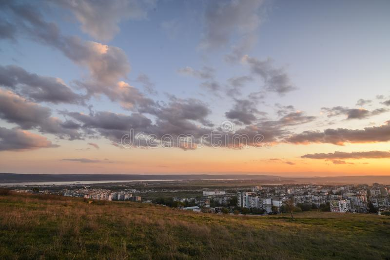 Por do sol sobre o gradina do kaicieva, Varna fotos de stock royalty free