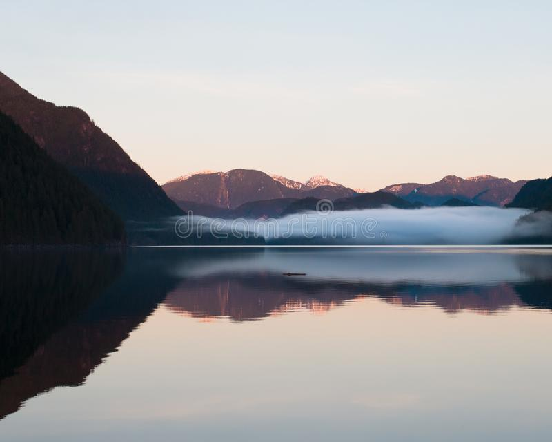 Por do sol sobre o lago Alouette fotos de stock royalty free