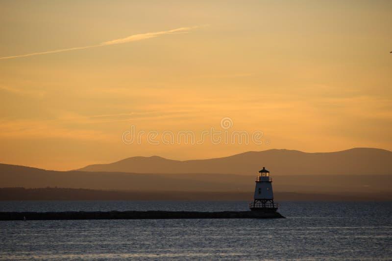 Por do sol sobre o lago Champlain imagem de stock royalty free