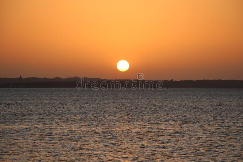 Por do sol sobre o lago Texoma fotos de stock royalty free