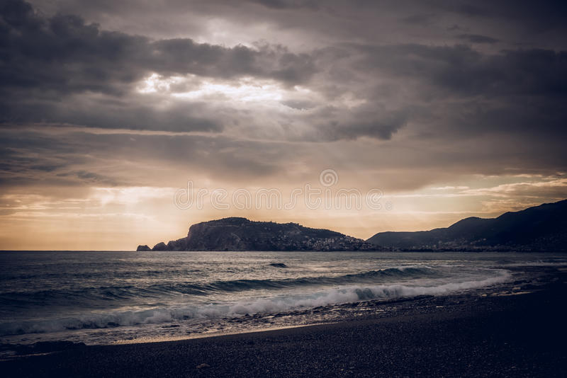 Por do sol sobre o mar imagem de stock royalty free