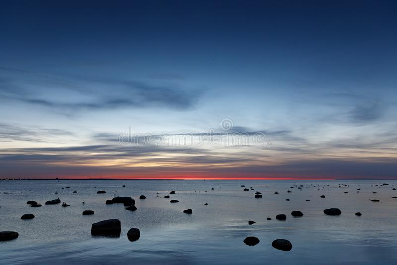 Por do sol sobre o mar Báltico imagens de stock royalty free