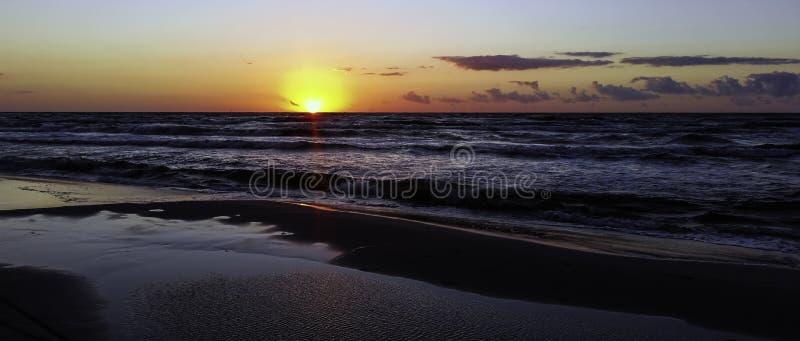 Por do sol sobre o mar Báltico - Lubiatowo imagem de stock