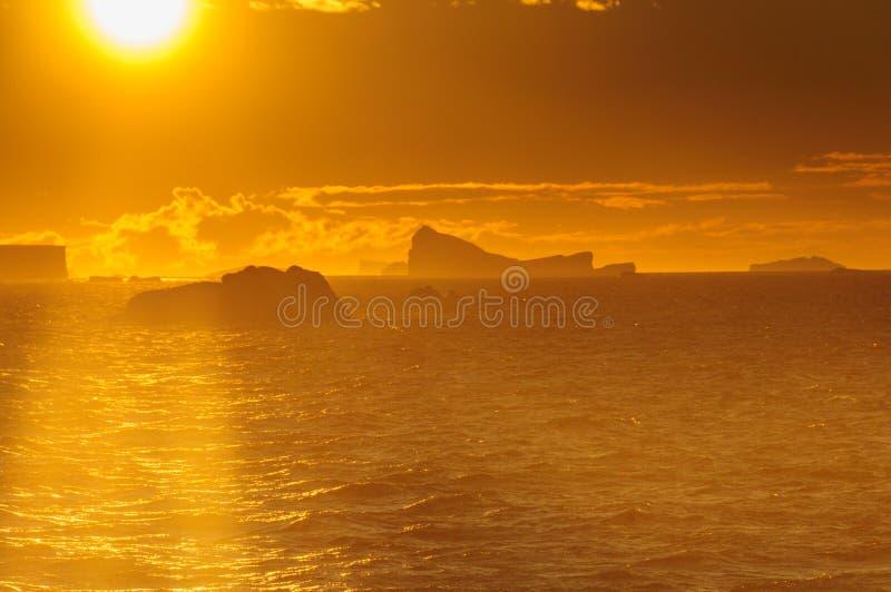Por do sol sobre o mar de Weddell imagem de stock