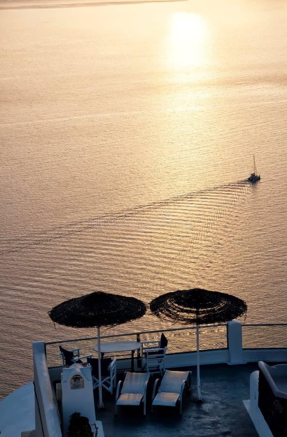 Por do sol sobre o Mar Egeu, Oia, Santorini, Grécia foto de stock