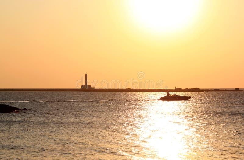 Por do sol sobre o mar Ionian, Gallipoli, Itália foto de stock
