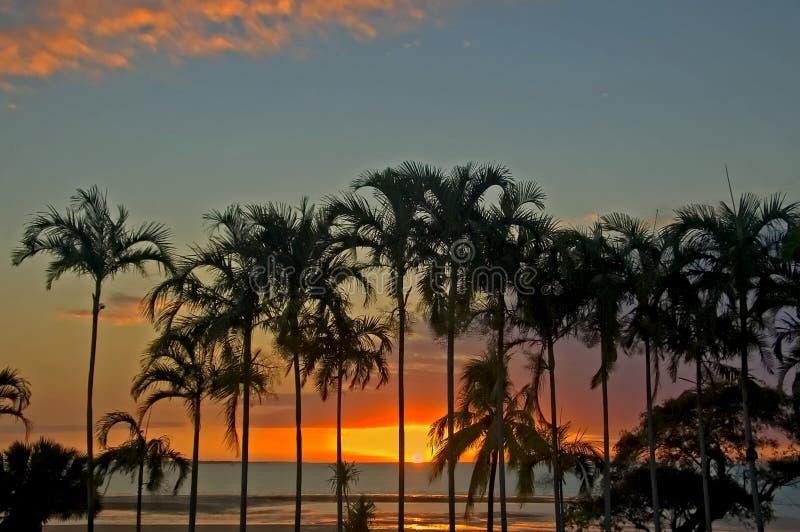 Por do sol sobre o oceano, Darwin, Austrália imagens de stock