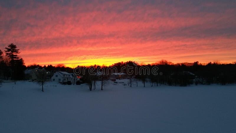 Por do sol sobre o rio congelado foto de stock royalty free