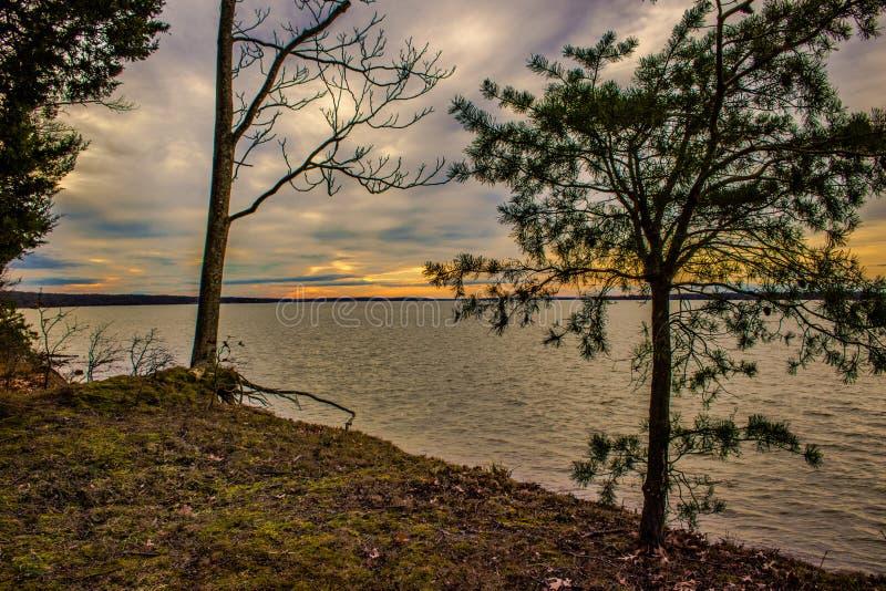 Por do sol sobre o Rio Potomac imagem de stock