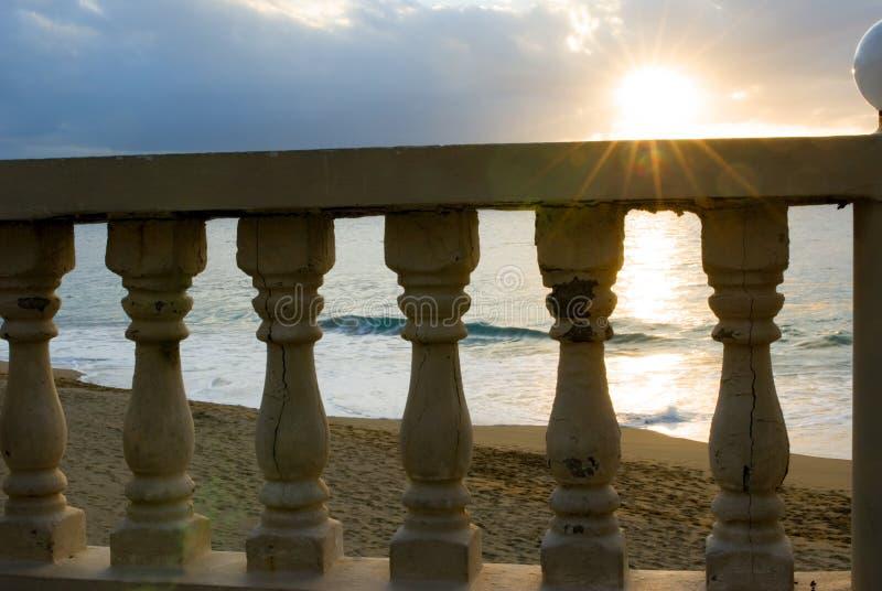 Por do sol sobre o trilho com alargamento fotografia de stock royalty free