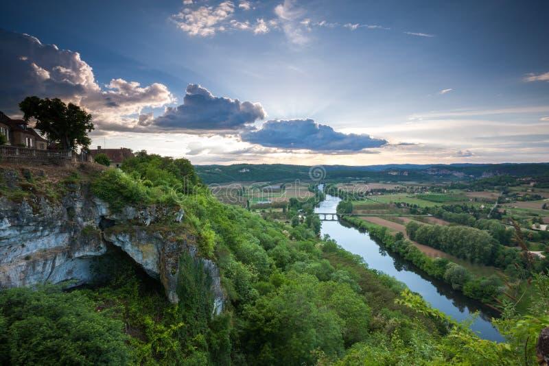Por do sol sobre o vale de Dordogne de Domme fotografia de stock