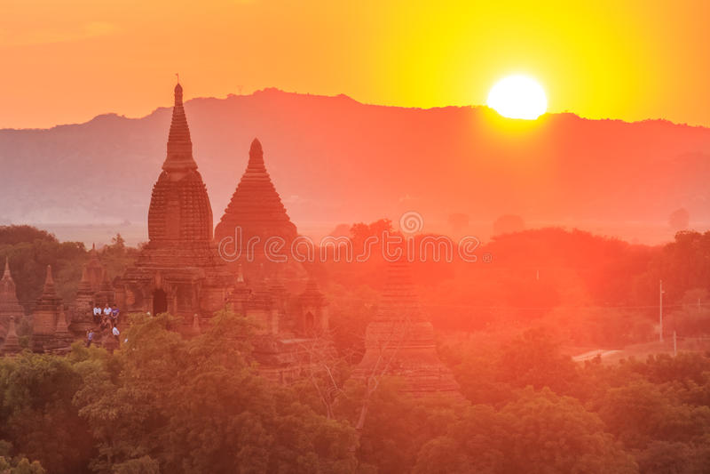 Por do sol sobre os templos de Bagan, Myanmar fotos de stock royalty free