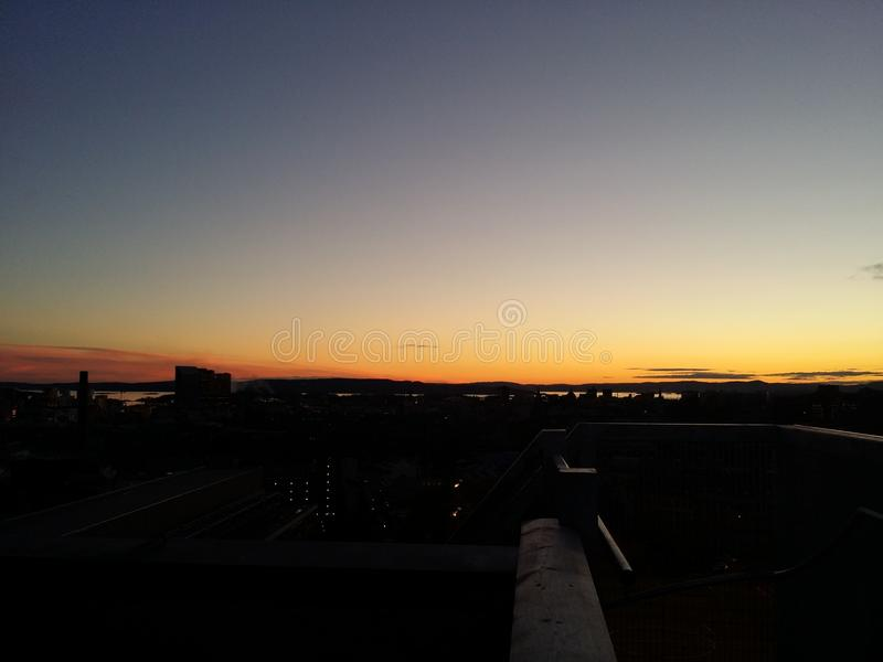 Por do sol sobre Oslo imagens de stock royalty free