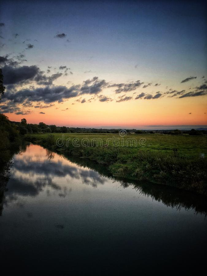 Por do sol sobre pantanais de Pulborough imagens de stock