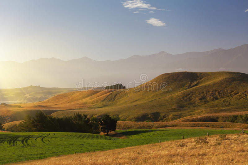 Por do sol sobre a passagem da península de Kaikoura, Nova Zelândia imagem de stock