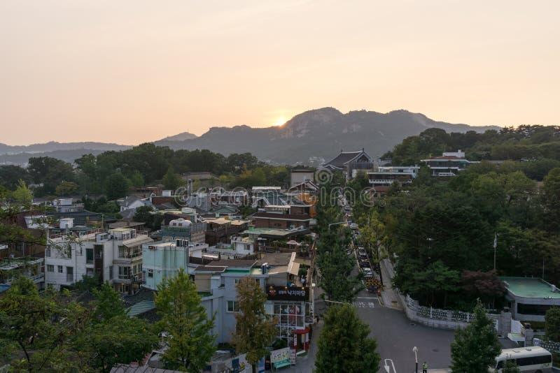 Por do sol sobre Samcheongdong imagens de stock royalty free
