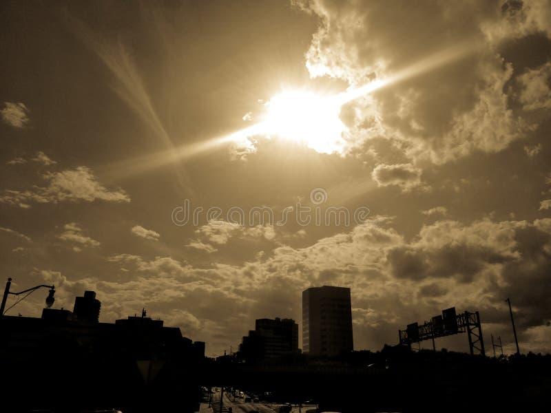 Por do sol sobre uma arquitetura da cidade em New-jersey imagens de stock royalty free
