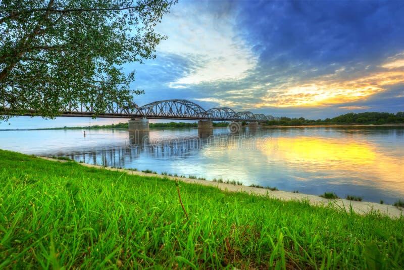 Por do sol sobre Vistula River em Grudziadz imagem de stock royalty free