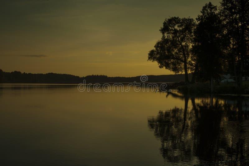 Por do sol sueco no lago foto de stock