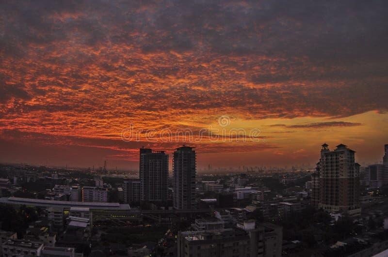 Por do sol surpreendente em Banguecoque imagens de stock