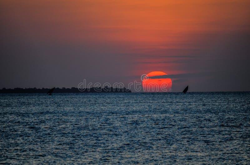 Por do sol Tanzânia fotos de stock