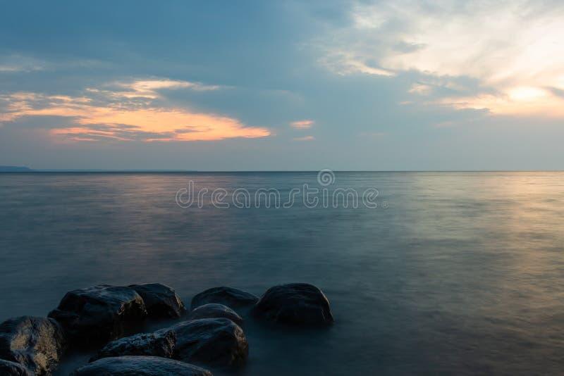 Por do sol temperamental sobre a baía georgian imagem de stock royalty free