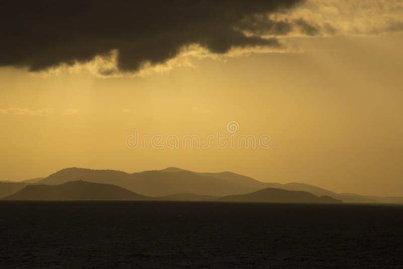 Por do sol tormentoso bonito em E.U. Ilhas Virgens imagens de stock