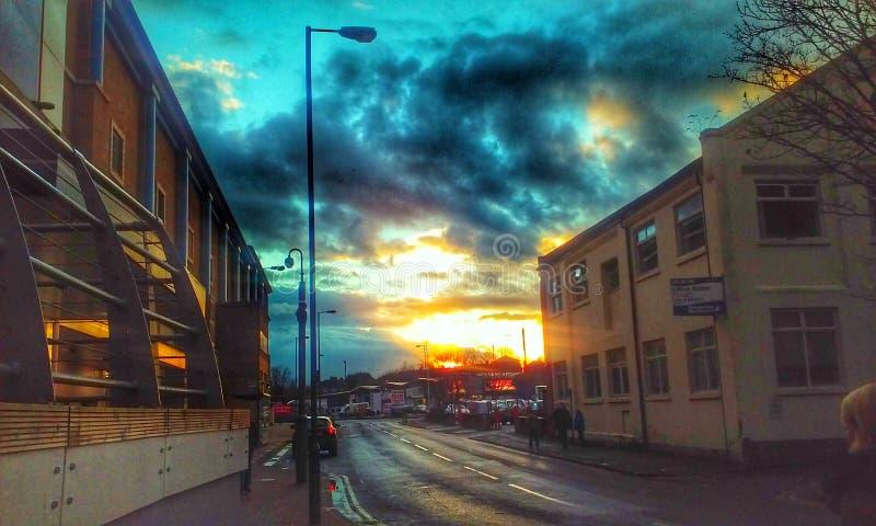 Download Por do sol urbano fotografia editorial. Imagem de arquitetura - 80102352