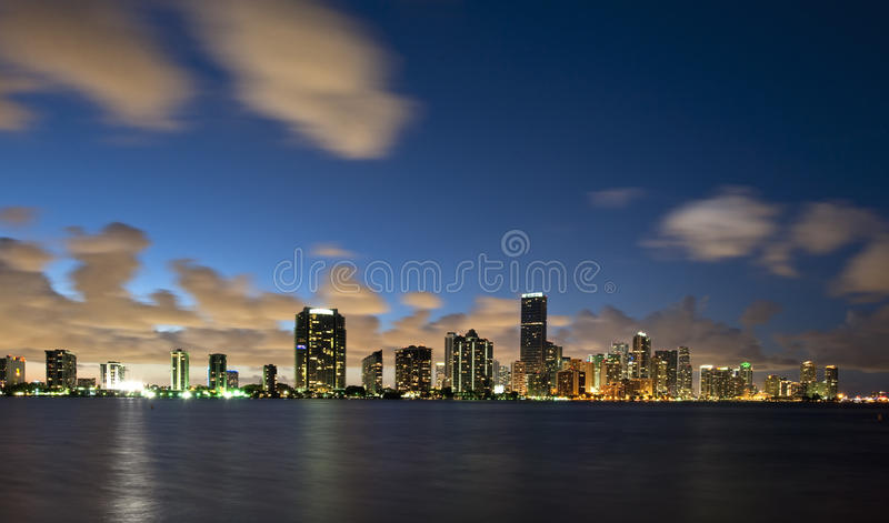 Por do sol urbano de Miami Florida