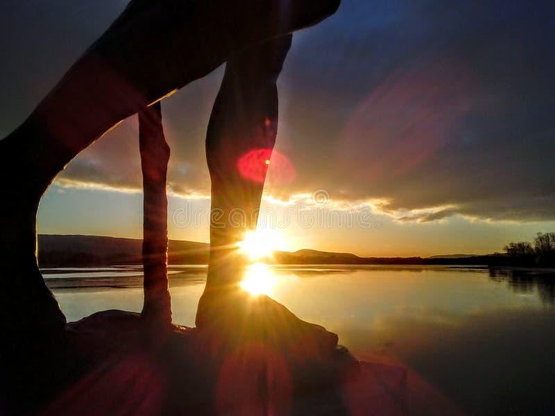 Por do sol velho do lago tata foto de stock
