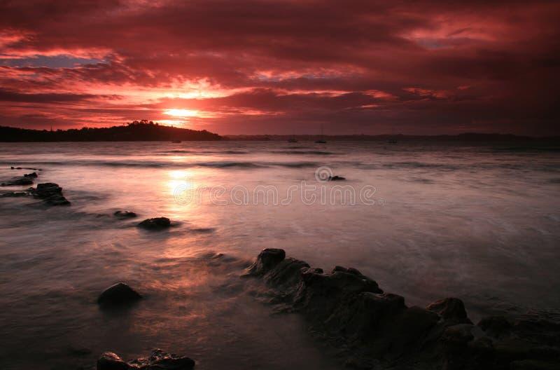 Por do sol vermelho do céu fotos de stock royalty free