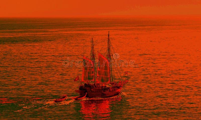 Por do sol vermelho no navio de navigação que vai para o mar no mar ilustração stock